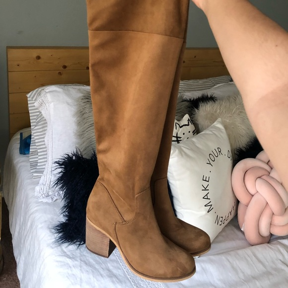 794568b90c2 Tan knee-high suede boots